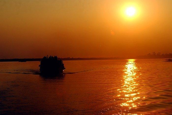evening-ferry-ride-on-bahmaputra-river